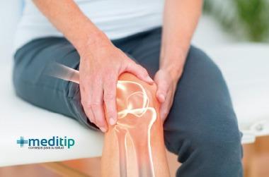 Fisioterapia de rodilla: persona con dolor de rodilla