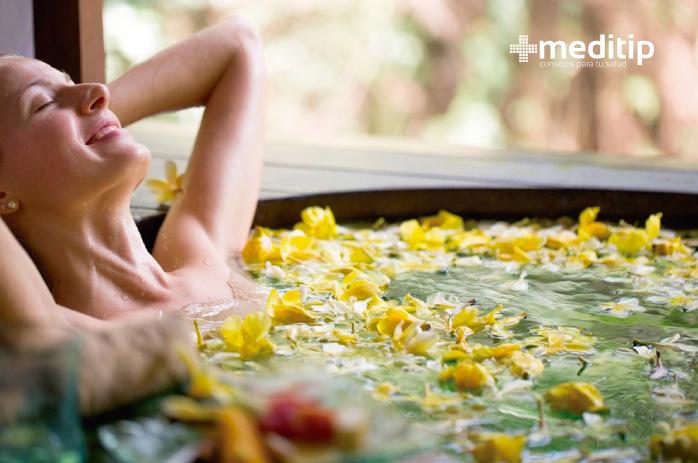Usos de los aceites esenciales: baño de tina, aromaterapia