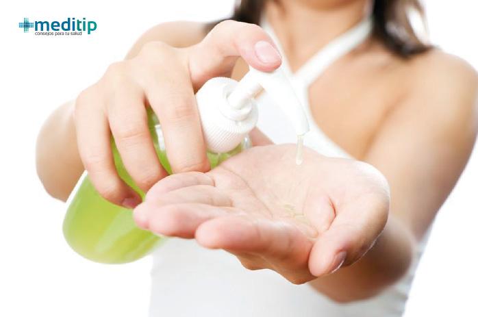 Ventajas de los productos de limpieza concentrados: botellas con dispensador, jabón líquido para manos