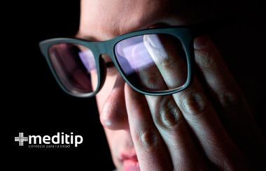Corrección de la miopía: persona con miopía