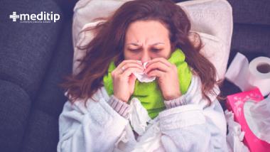 Síntomas de la influenza: persona con gripa