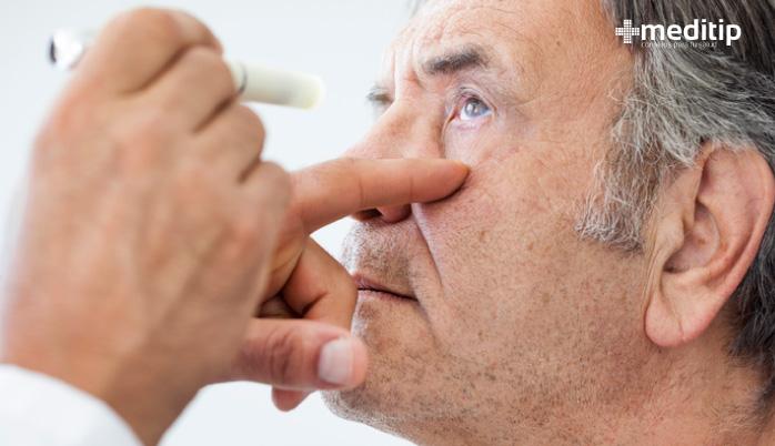 Tratamiento de la presbicia: examen ocular para el diagnóstico de problemas visuales