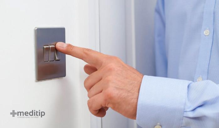 Por qué dan toques: materiales conductores de electricidad