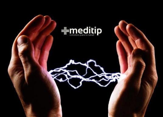 Por qué dan toques cuando tocas a alguien: hablemos de electricidad estática