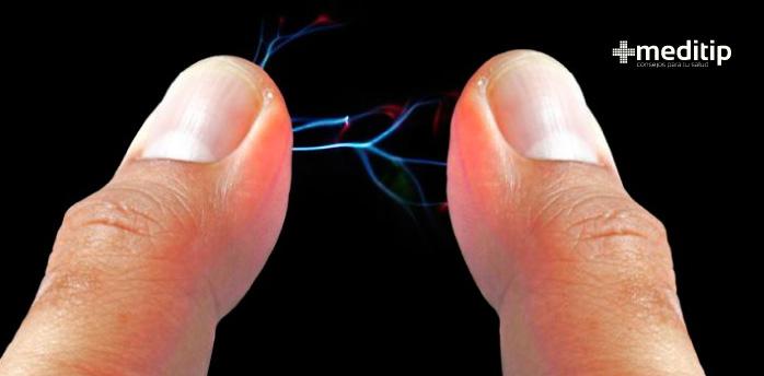 Por qué dan toques: electricidad estática, choque estático, chispa por electricidad