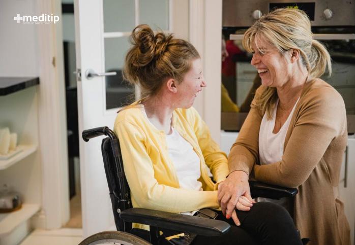 Paciente joven con epilepsia en silla de ruedas