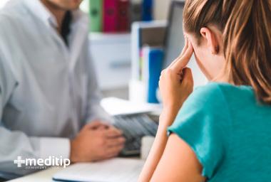 Consejos para vivir con epilepsia: neurólogo explicando diagnóstico de epilepsia