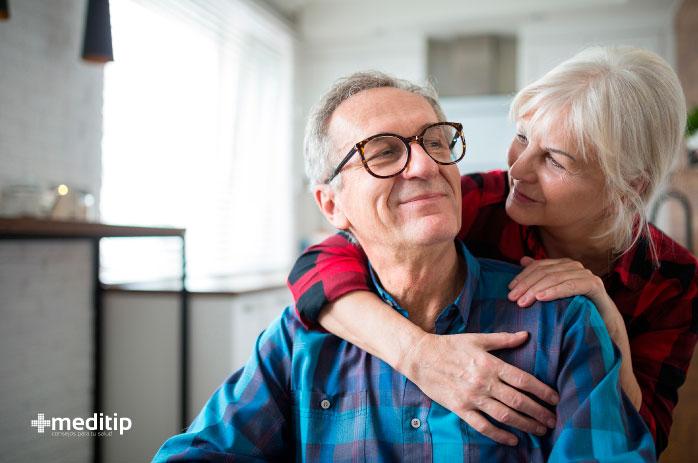 Tratamiento ortopédico para adultos mayores: pareja de adultos mayores