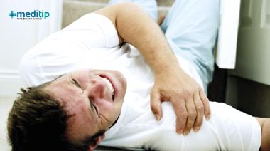 Luxación de hombro debido a una lesión traumática