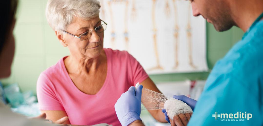 Lesiones de tejidos blandos en el adulto mayor: esguince de muñeca