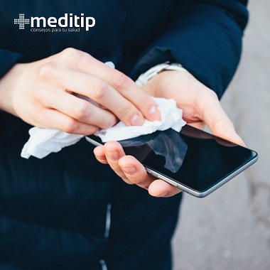 Error usar toallitas desinfectantes con frecuencia para limpiar tu celular